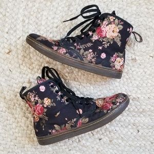 Dr. Martens Shoreditch Floral Boot